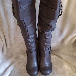 Gorgeous Dark Brown Boots Size 8.5